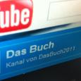 """Mit dem eigenen YouTube-Kanal """"Das Buch 2011"""" wurden Hinweisvideos nach außen kommuniziert. Das ARG nahm mit dem Video..."""